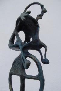 Escultura Feliz en la carretera