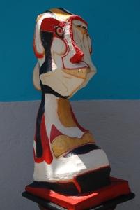 Escultura Maruja feliz